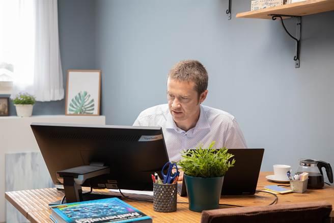 ViewSonic未來將增加英語培訓直播課程,提升外籍老師數位教學能力,且直播涵蓋美洲、歐洲及東南亞地區,力求師資與教學國際化。(業者提供/李侑珊台被北傳真)