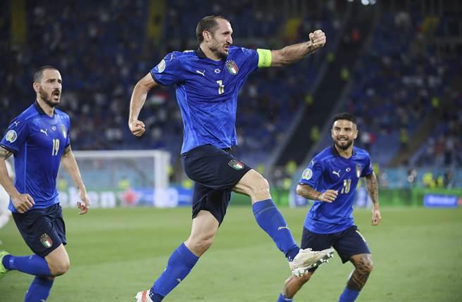隊長基耶里尼(中)傷癒復出,義大利將在全員到齊的情況下於8強迎戰勁敵比利時。(美聯社)