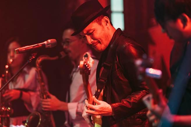 台灣音樂家徐崇育與Harlem Inc.爵士樂團的《重返哈林》,為觀眾打造1960年代紐約哈林區的爵士樂氛圍,首登愛丁堡爵士與藍調音樂節。(Joe Russo攝,徐崇育提供)