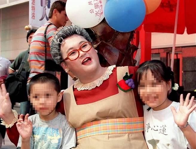 長壽兒童節目《水果冰淇淋》從開播至今,一直由男星趙自強飾演水果奶奶。(圖/ 取自中時資料庫,鄧惠恩攝)