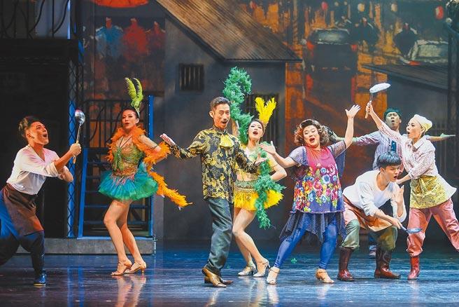 文化部推出「演藝團體紓困貸款專案」,今日開放申辦,圖為綠光劇團4月推出《結婚!結昏?辦桌》舞台劇。(本報資料照片)