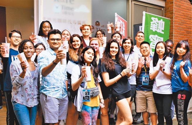 朝陽科大辦學績效亮眼,近年來吸引許多國際學生前來就讀。圖為疫情警戒前校方舉辦國際生聚會活動。(朝陽科大提供/林欣儀台中傳真)