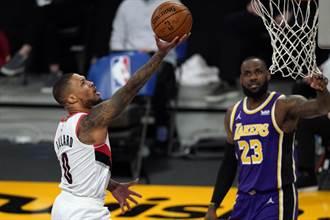 NBA》聯手徵兆?詹姆斯跟利拉德被拍到一起看球