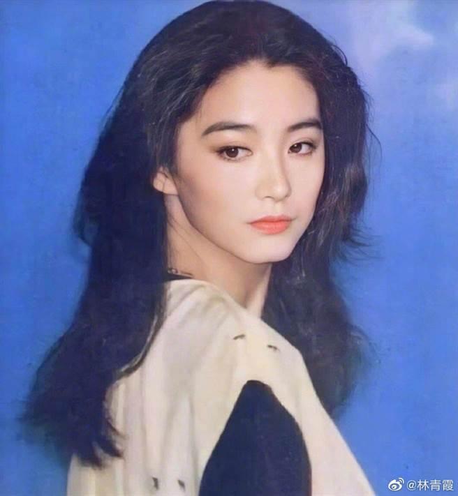 林青霞年輕時仙氣逼人,外型清純、氣質優雅。(摘自微博)