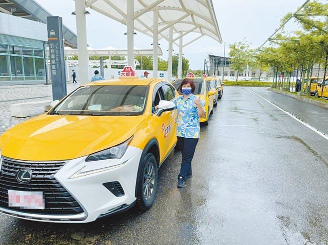 開計程車多年的李春旭服務熱心,獲乘客肯定。(嘉義市政府提供/廖素慧嘉市傳真)