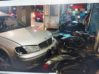 急轉彎失控  轎車直衝萬華民宅騎樓 7機車全毀4人掛彩