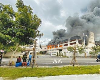 台南華崧工廠遭祝融 狂燒6小時