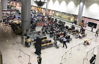 桃園機場入境全篩首波旅客高峰 3小時完成416人PCR