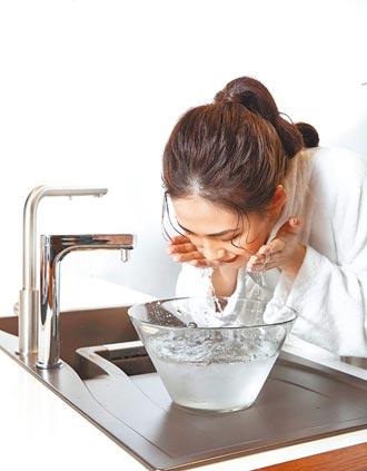 天氣熱多洗澡 當心肌膚危機