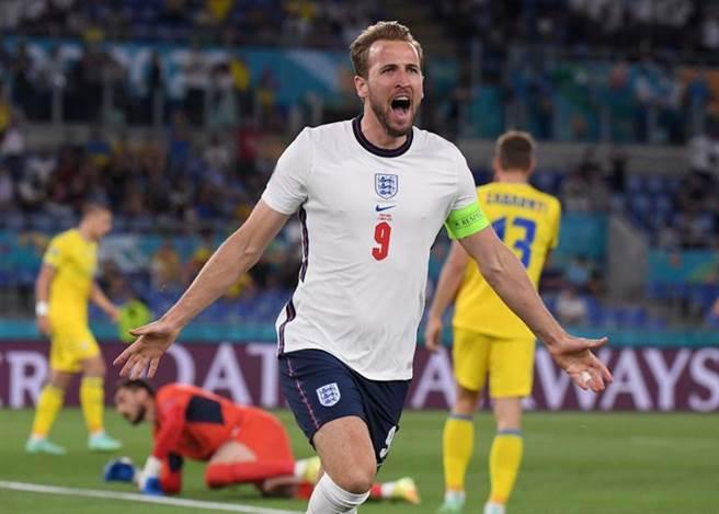 英格蘭前鋒肯恩單場獨進兩球,助隊大勝烏克蘭。(路透)