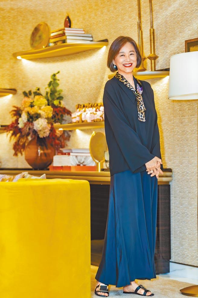 林青霞難得以新造型入鏡,她花半年時間成功瘦身11公斤,看起來神采奕奕,巨星風采依舊。