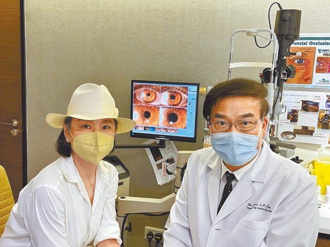 林青霞(左)與林順潮醫生合影。(林青霞提供)