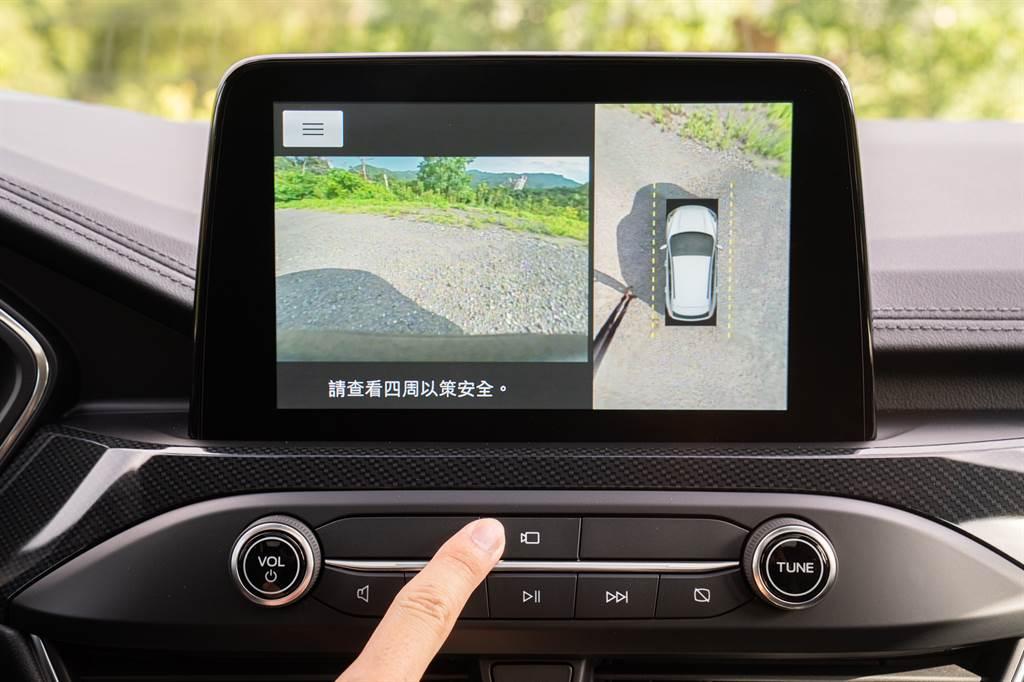 X車型全車系標配360°環景影像行車輔助系統附一鍵式前鏡頭按鈕。