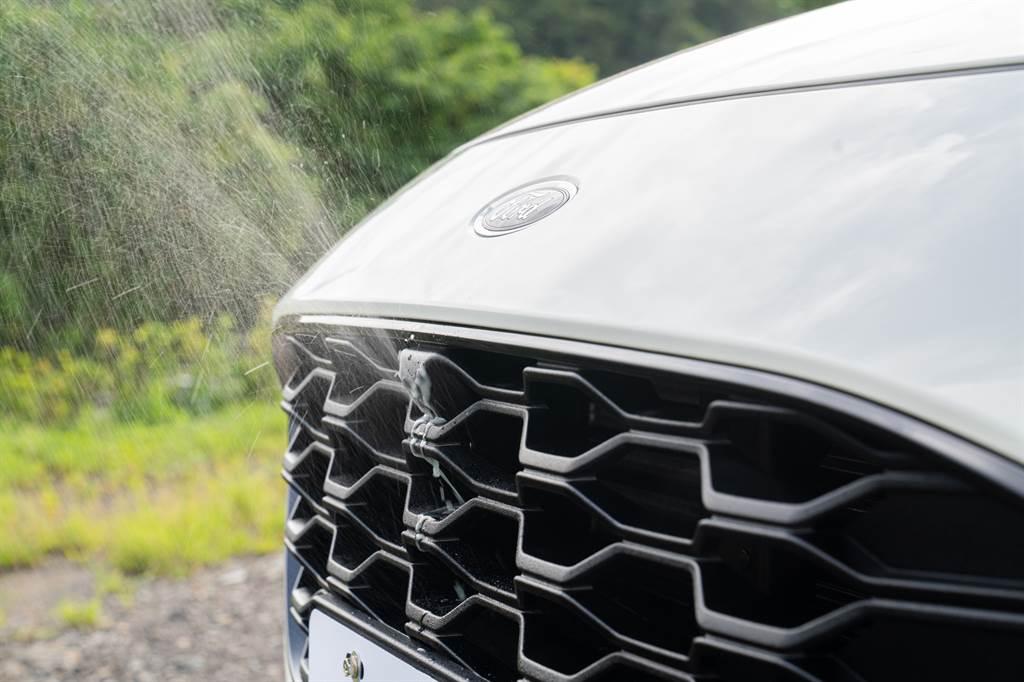 EcoBoost®250 AWD ST-Line X 360°環景影像行車輔助系統附前鏡頭清洗裝置。