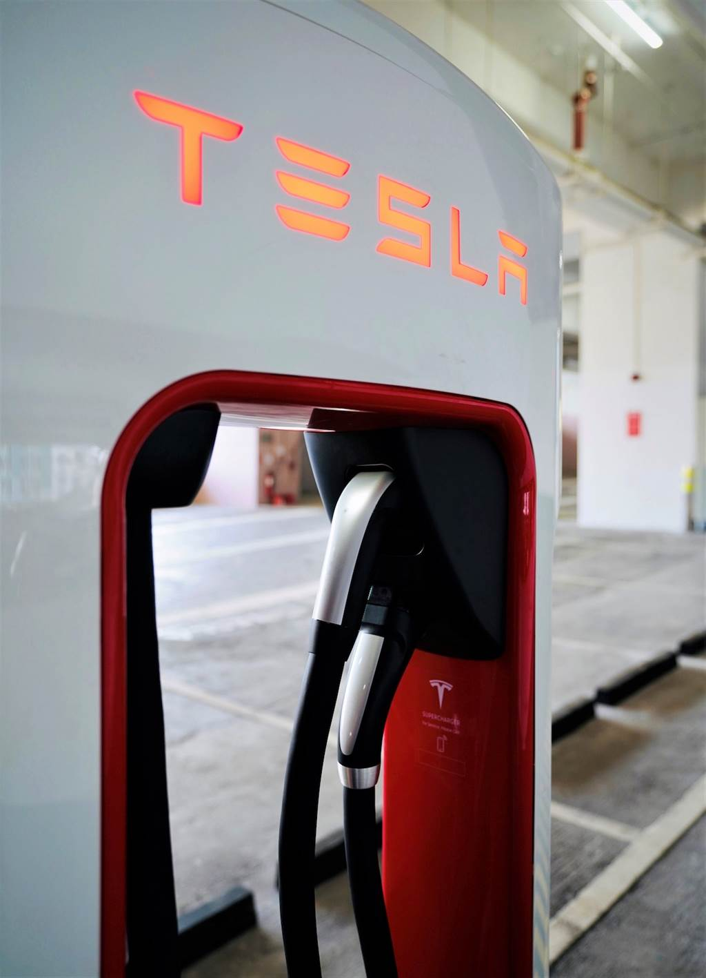 Tesla 第三季將交付 CCS2 充電規格電動車 目標七月底前完成全台超級充電站「雙規格並行」