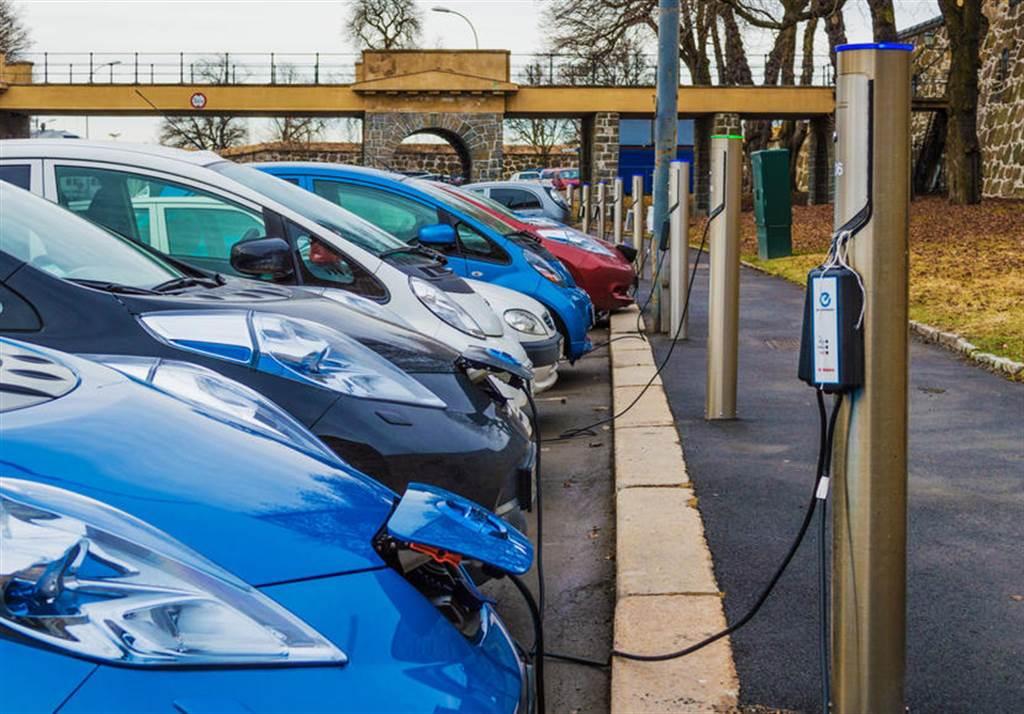 特斯拉 Model 3 帶頭衝,挪威六月份電動車市佔率創新高、燃油車剩不到 9%