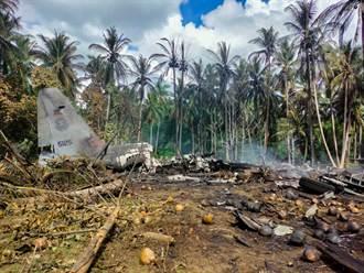 菲律賓軍機墜毀47死 降落時衝出跑道肇禍