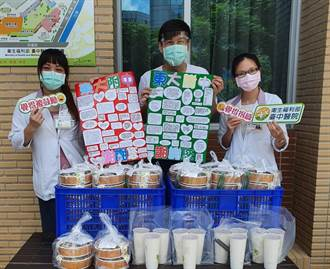 最好的生命教育 家長帶學生捐飯包挺醫護