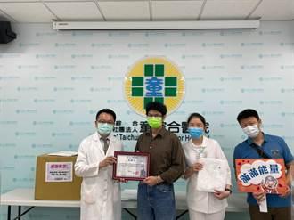 台中市議員牽線 企業捐防護衣給童綜合醫院