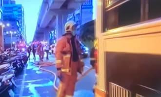 嚇破膽!板橋公車引擎起火 緊急疏散10乘客