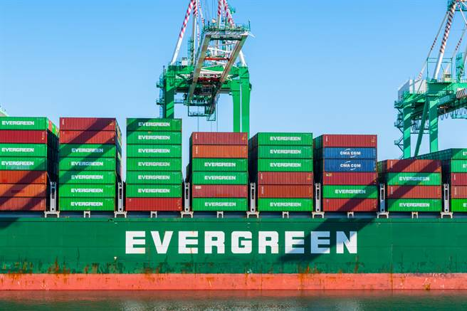全球十大航商瘋造船,將引發排名洗牌效應,排名第七的長榮海運有機會挑戰五哥赫伯羅特。(示意圖/達志影像)