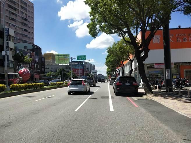 台中市大雅區中清路中油高壓天然氣管線4日晚間發生瓦斯外洩意外,在緊急修復後,交通已恢復通行。(陳淑娥攝)