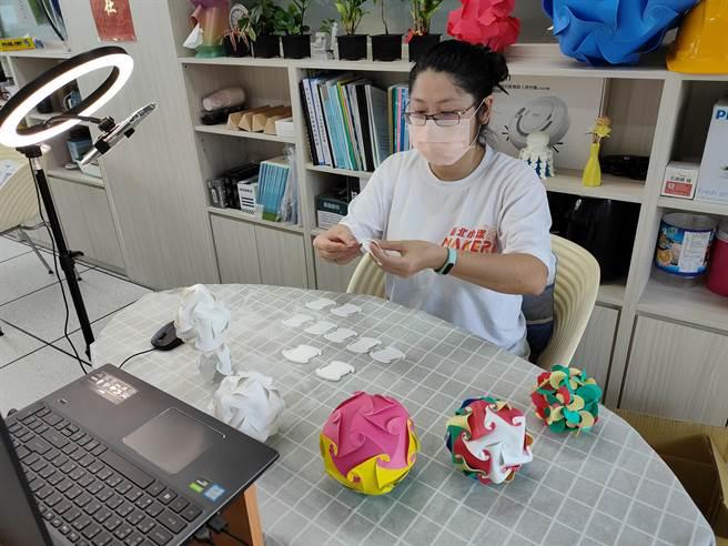 新北市41間創客社群學校教師聯手發揮創意,調整課程。(新北市教育局提供)