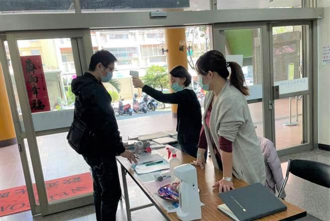 台中市府辦理「安心即時上工計畫」,截至5月底共超過1800人順利上工,6月大幅釋出近1200個工作機會。(盧金足攝)