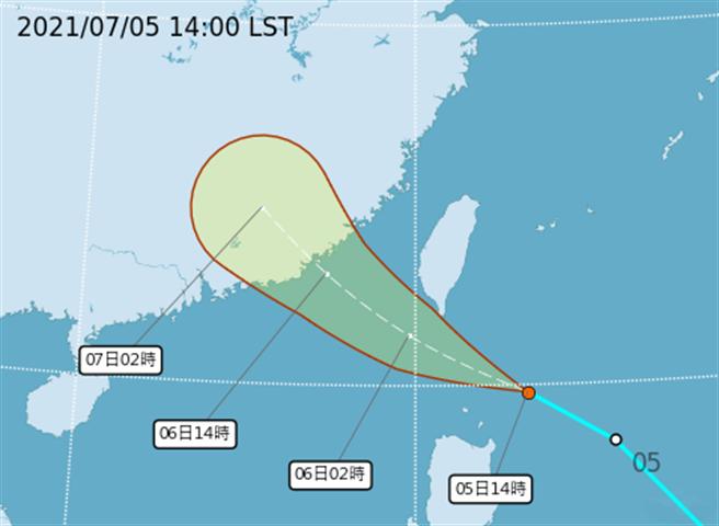 圖為熱低壓路徑,今晚到明天上午通過台灣南端近海,在接近巴士海峽的過程中,有機會增強為輕度颱風。(翻攝自氣象局)
