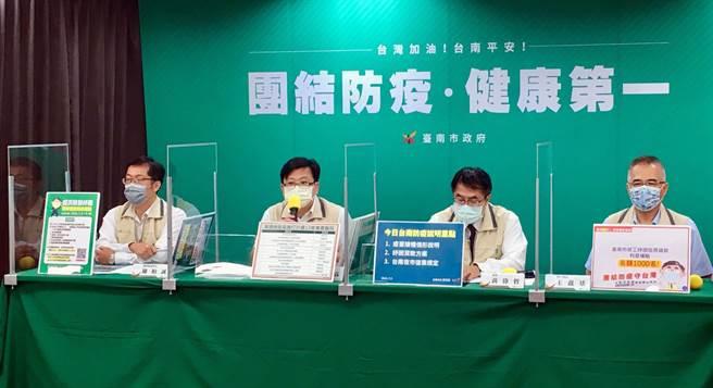 台南市長黃偉哲強調,夜市要復業,防疫絕不能缺席,絕對不是無條件開放。(市府提供/洪榮志台南傳真)