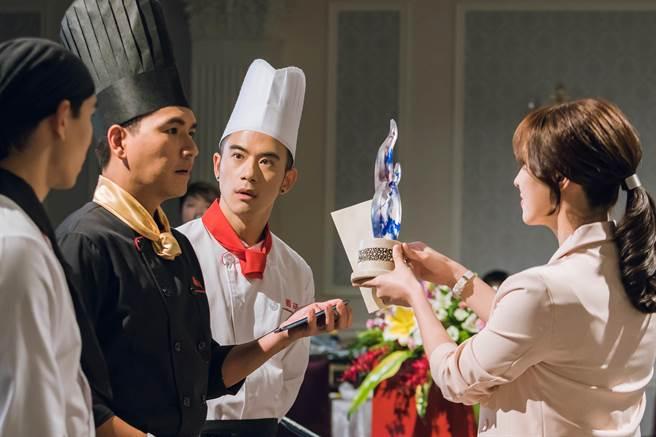 王傳一、紀言愷在《美味滿閣》中參加廚藝大賽。(中視提供)