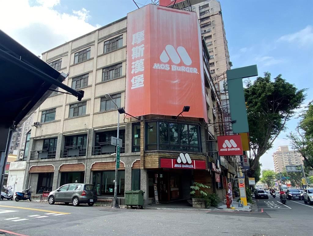 摩斯崇德二店所在的透天店面,被遠雄以1.19億元買下。(台灣房屋信實崇德店提供)