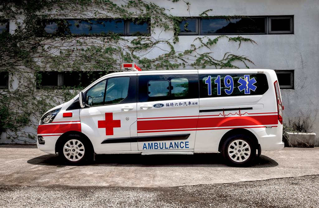 Ford以旗下福特旅行家廂型車款緊急打造出2輛有移動的N95口罩之稱,具負壓式隔離床艙的救護車,使其能在最短時間內投入抗疫服務。