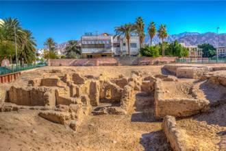 玉米田藏1千年前教堂遺址 挖出70座貴族墳墓專家驚呼