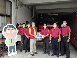 南市消防之友會致贈慰勞金和芒果禮 慰勞消防兼助農
