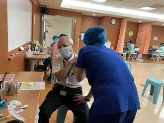 70歲長者預約打疫苗撲空 診所、里鄰長成受氣包 台南市議員籲縮小年齡級距開放施打