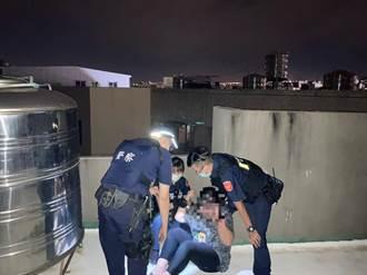 女子精神不穩爬頂樓 警方即時挽回一命