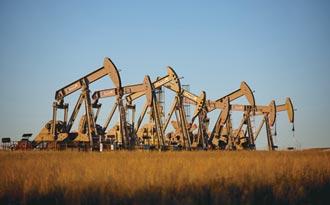 國際油價 盤旋2年半高點
