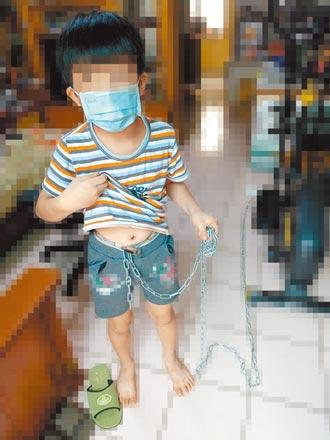 狠父鐵鍊綁8歲兒 母奔60公里救子