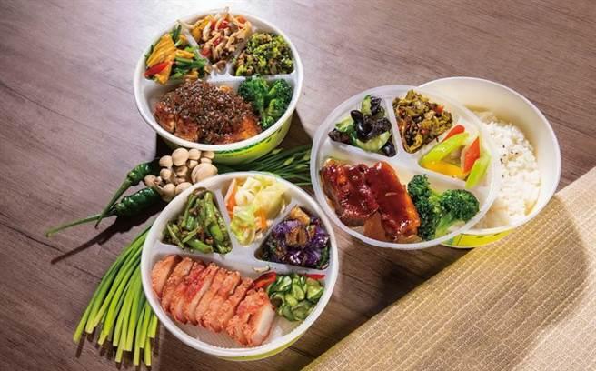 凱達大飯店推出元氣餐盒,有無錫排骨、台式紅槽肉與梅林雞腿排等3種口味,每份120元。(圖/凱達大飯店提供)