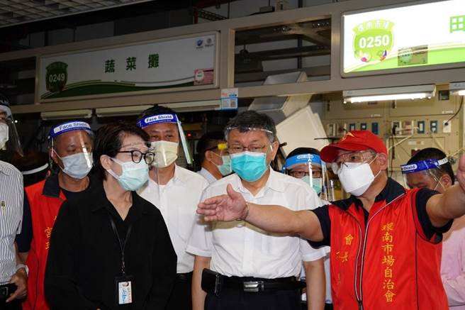 台北市長柯文哲6日前往環南市場視察復市情況。(台北市政府提供/張立勳台北傳真)