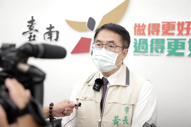 台南市長黃偉哲說明夜市復業情形。(台南市政府提供/曹婷婷台南傳真)