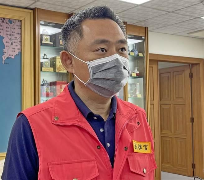 楊鎮浯縣長表示,縣府將在中央正式上線後,與鄉鎮公所合組服務團隊,協助鄉親登記接種。(李金生攝)