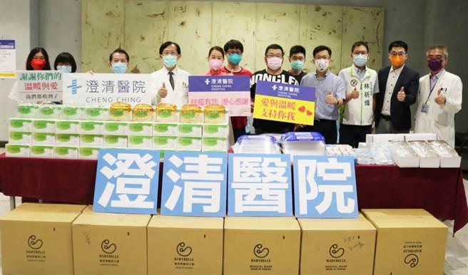若昶家庭關懷協會理事長陳若妍,看到台灣為防疫所做的配合和努力,特捐贈一批防疫物資給澄清醫院中港院區。(林祈烽服務處提供)
