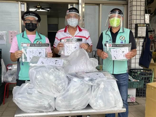 台中市後車頭發展協會捐贈市場防疫物資。(讀者提供/張妍溱台中傳真)