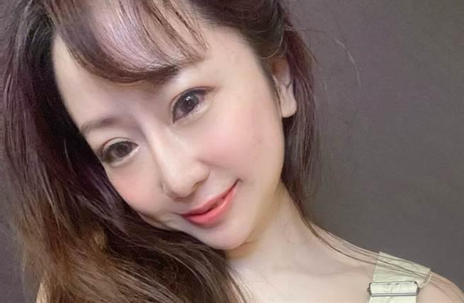 T妹常在社群網站分享破尺度辣照。(圖/Tiffany Chen T妹 粉絲團臉書)