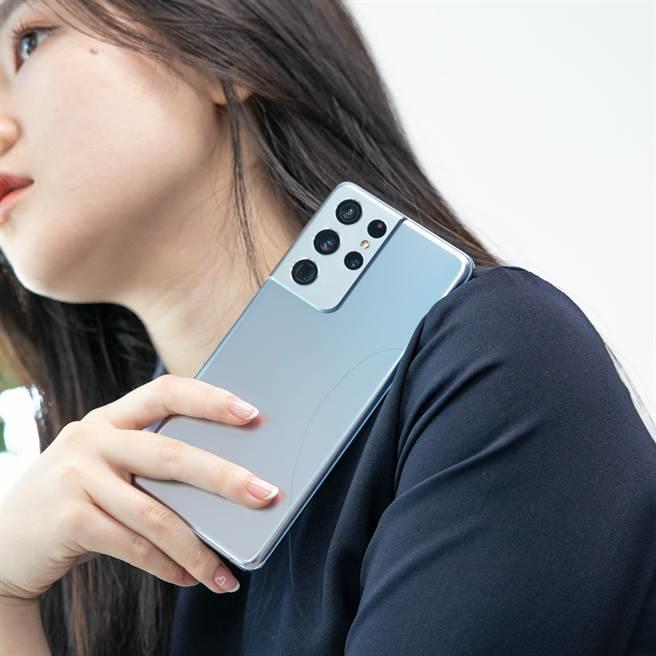 獲MWC 2021最佳智慧型手機的Samsung Galaxy S21 Ultra,累積降價金額跌破萬元。(傑昇通信提供/黃慧雯台北傳真)