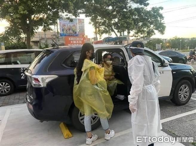 員林警分局查獲2名D罩杯、身材火辣逃逸女移工賣淫。(圖/彰化縣警局提供)