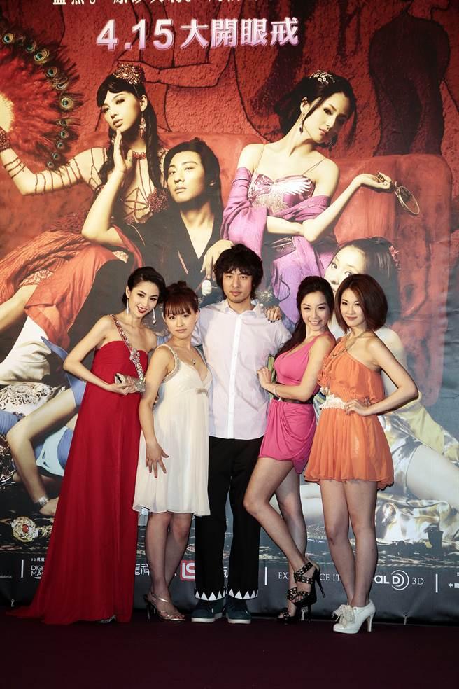 《3D肉蒲團之極樂寶鑑》演員藍燕(左起)、周防雪子、葉山豪、雷凱欣、石詠莉2011年來台辦電影首映會。(圖/中時資料照)