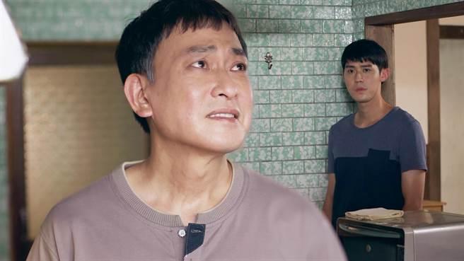 王識賢、李玉璽劇中父子關係緊張。(東森提供)